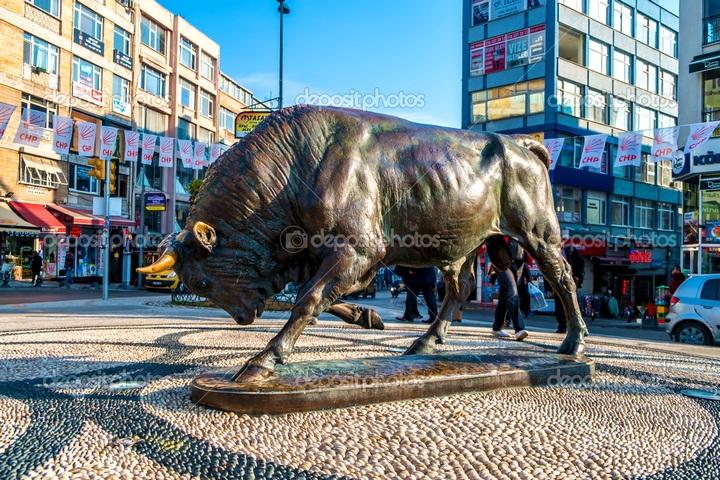 Района Кадыкёй, бронзовый бык